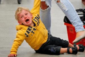 Истерика ребёнка в магазине