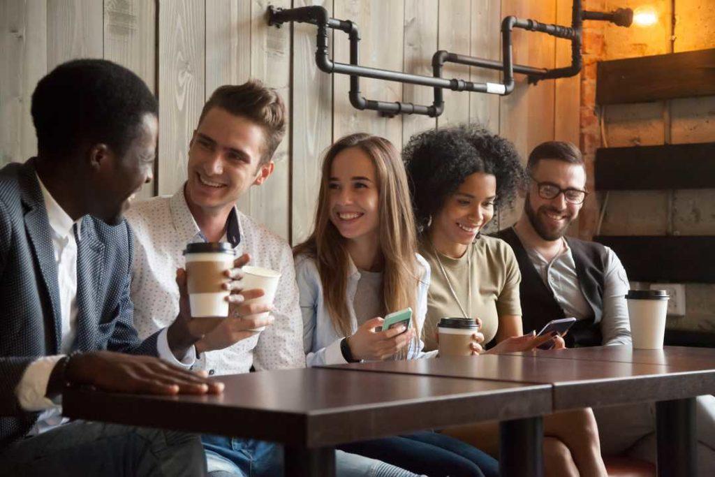 Молодёжь в кафе