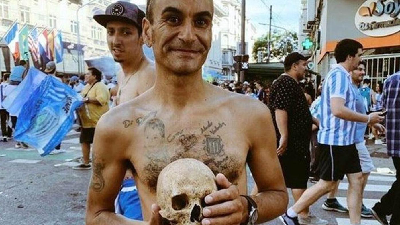 Габриэль Аранда с черепом отца