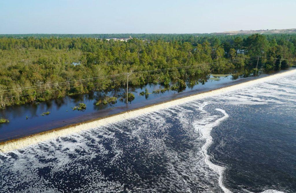 Река Дэн, загрязнённая отходами ТЭС