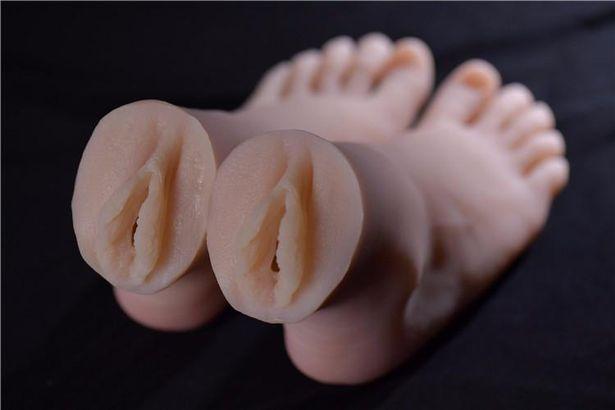 Ноги с вагинами
