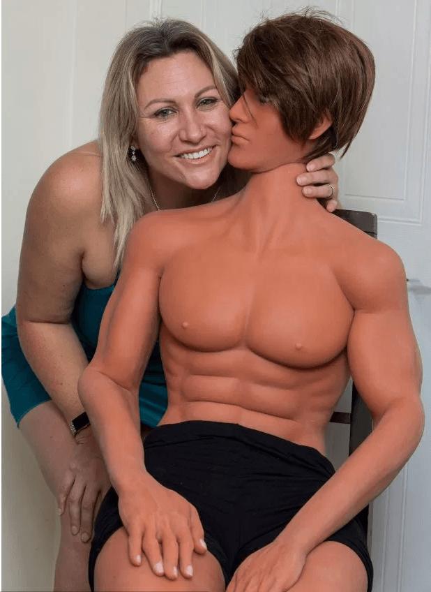 Мужская секс-кукла